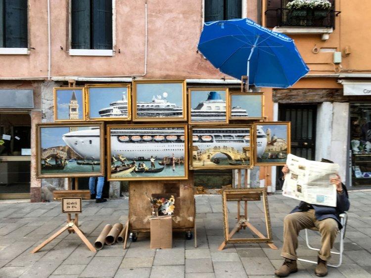 Бэнкси нелегально выставил свою работу на Венецианском биеннале