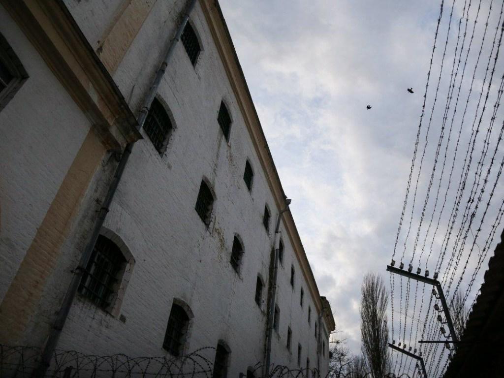 Украинские СИЗО переполнены заключенными, - Госдеп