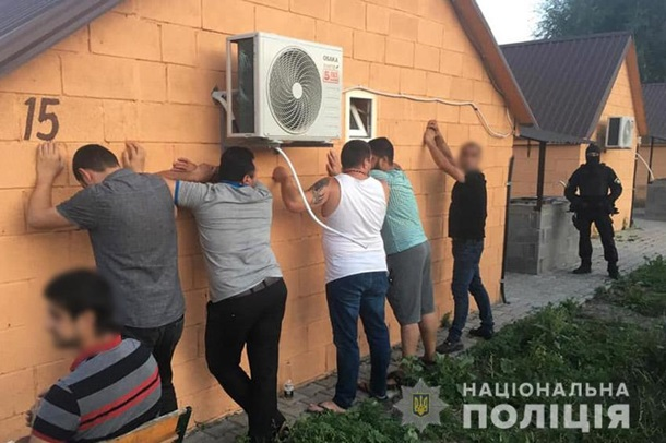 """В Хмельницком полиция сорвала """"сходку"""" криминальных авторитетов: 19 заде..."""