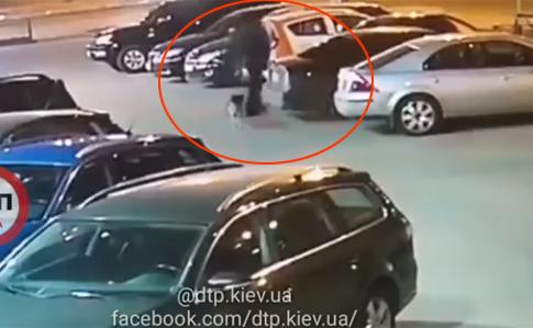 В сети появилось видео подрыва автомобиля украинского офицера
