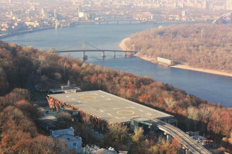 Вертолетная площадка Януковича в Киеве снова арестована