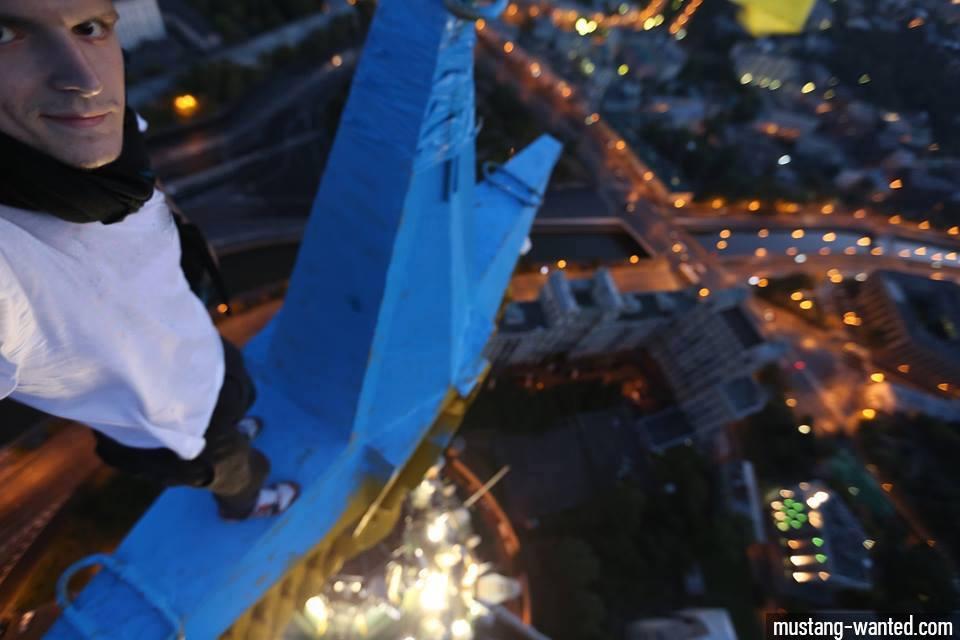 Московский суд освободил руфера, обвиняемого в покраске звезды на высотк...
