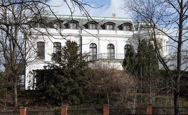 В Праге переименовали площадь у посольства России в честь убитого Немцов...
