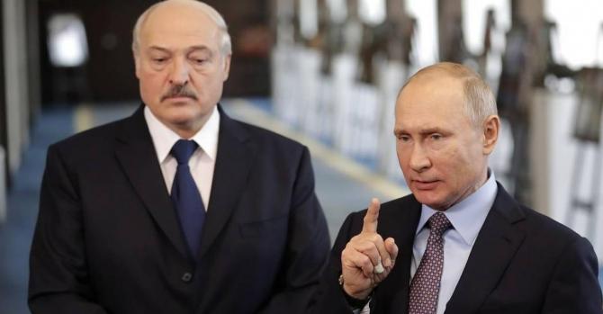 Путин считает, что РФ ведет себя сдержаннее по отношению к протестам в Б...