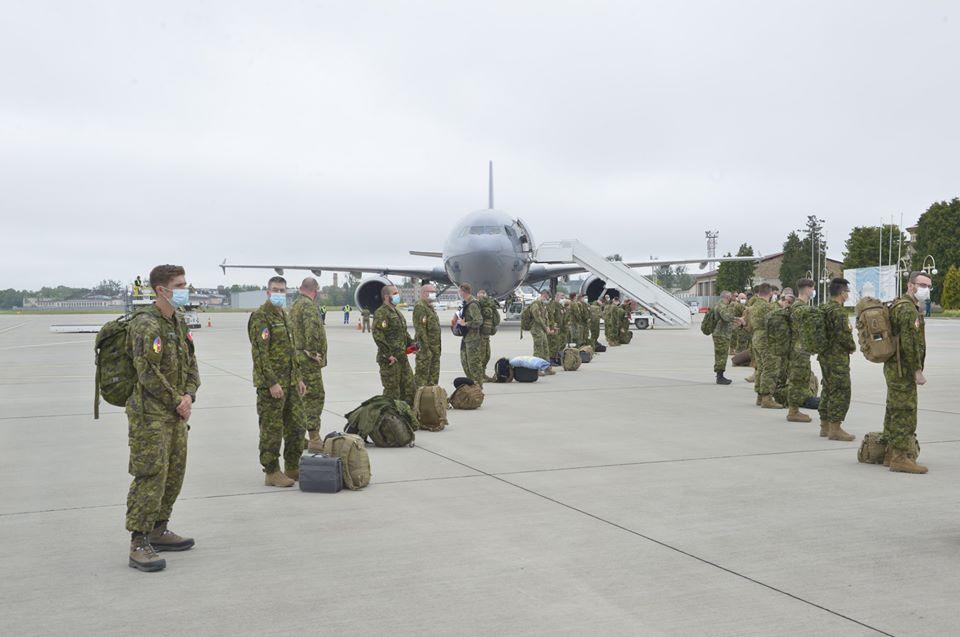 В Украину прибыли 90 канадских военных инструкторов