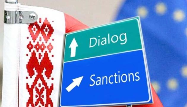 Евросоюз введет санкции против 31 белорусского чиновника, Лукашенко сред...