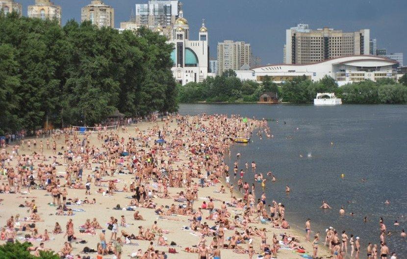 """Восемь столичных пляжей получили международную награду """"Голубой флаг"""""""