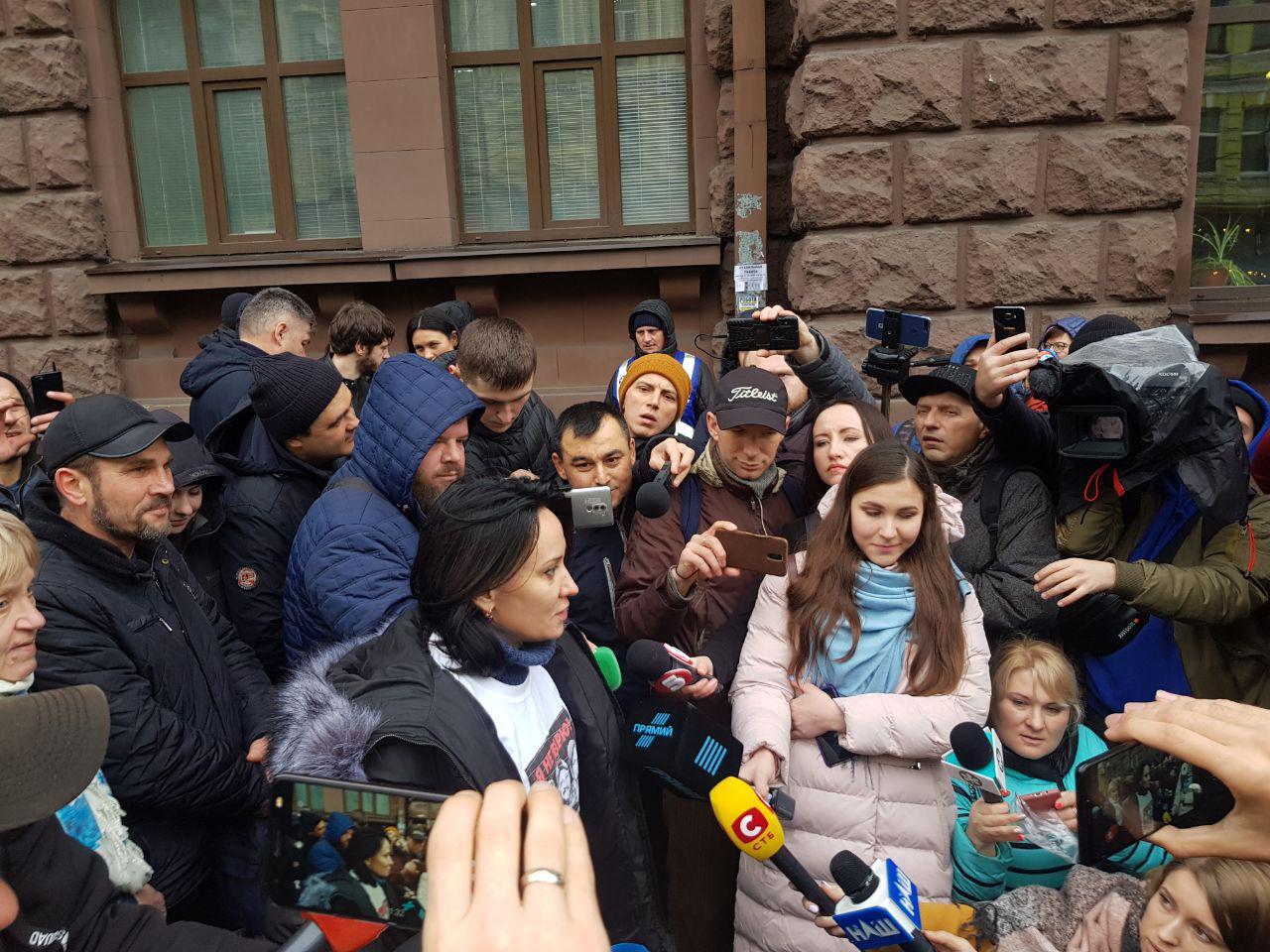 """""""Могу выйти обвиняемой"""". Маруся Зверобой пришла на допрос в ГБР"""