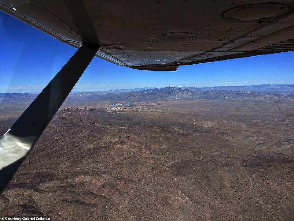 Ангары, палатки и пустыня вокруг: пилот сделал уникальные снимки Зоны 51