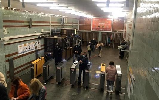 Первый день работы метро в Киеве: пассажиропоток сократился в 5 раз