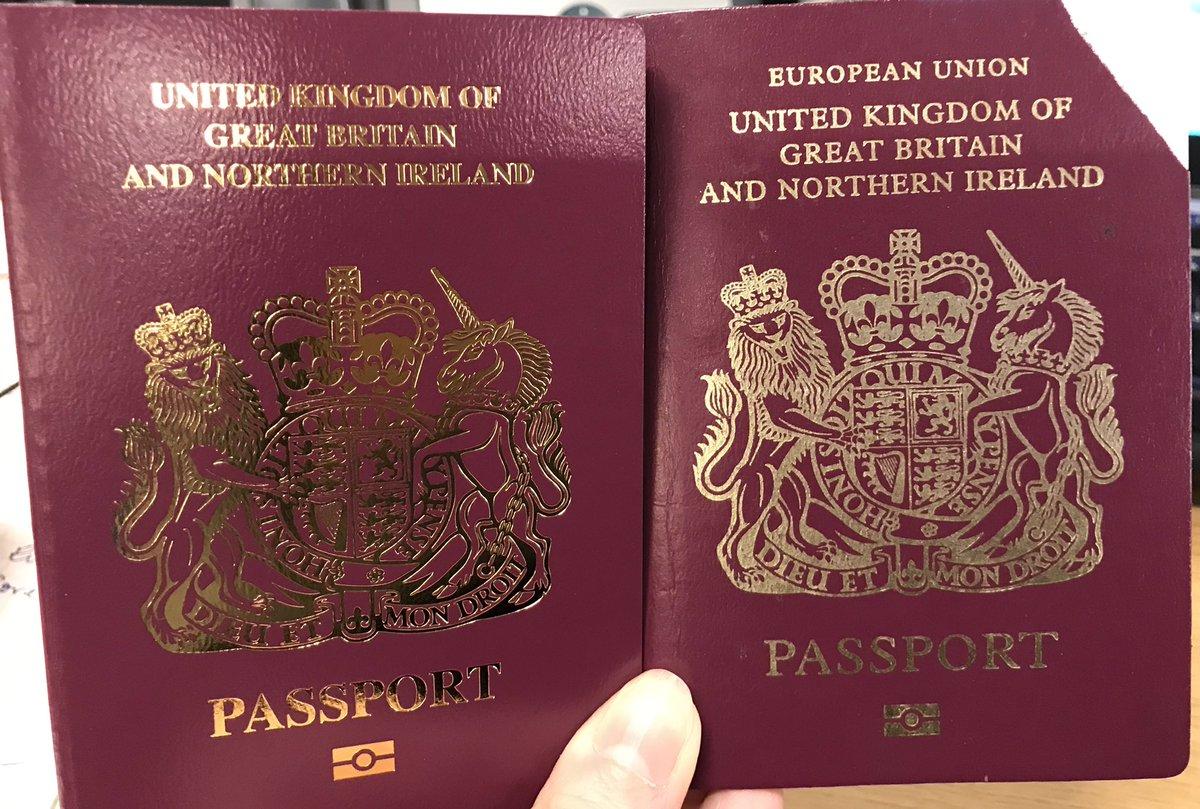 """В Британии уже выдают паспорта без слов """"Европейский Союз"""" на обложке"""