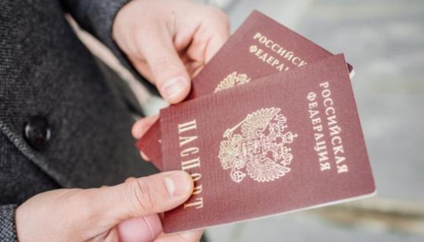 Первый тест для Зеленского. Зачем Путин собрался раздавать паспорта жите...