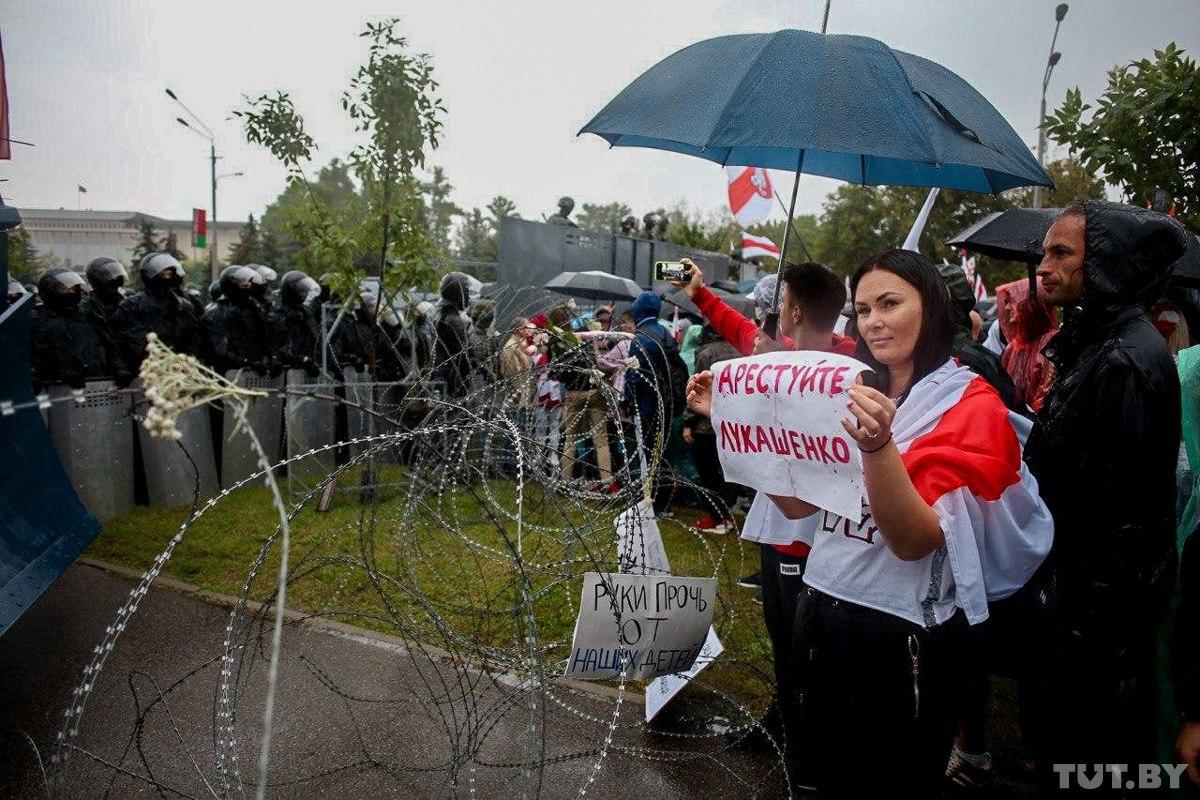 Протесты в Минске: МВД сообщает о сотнях задержанных