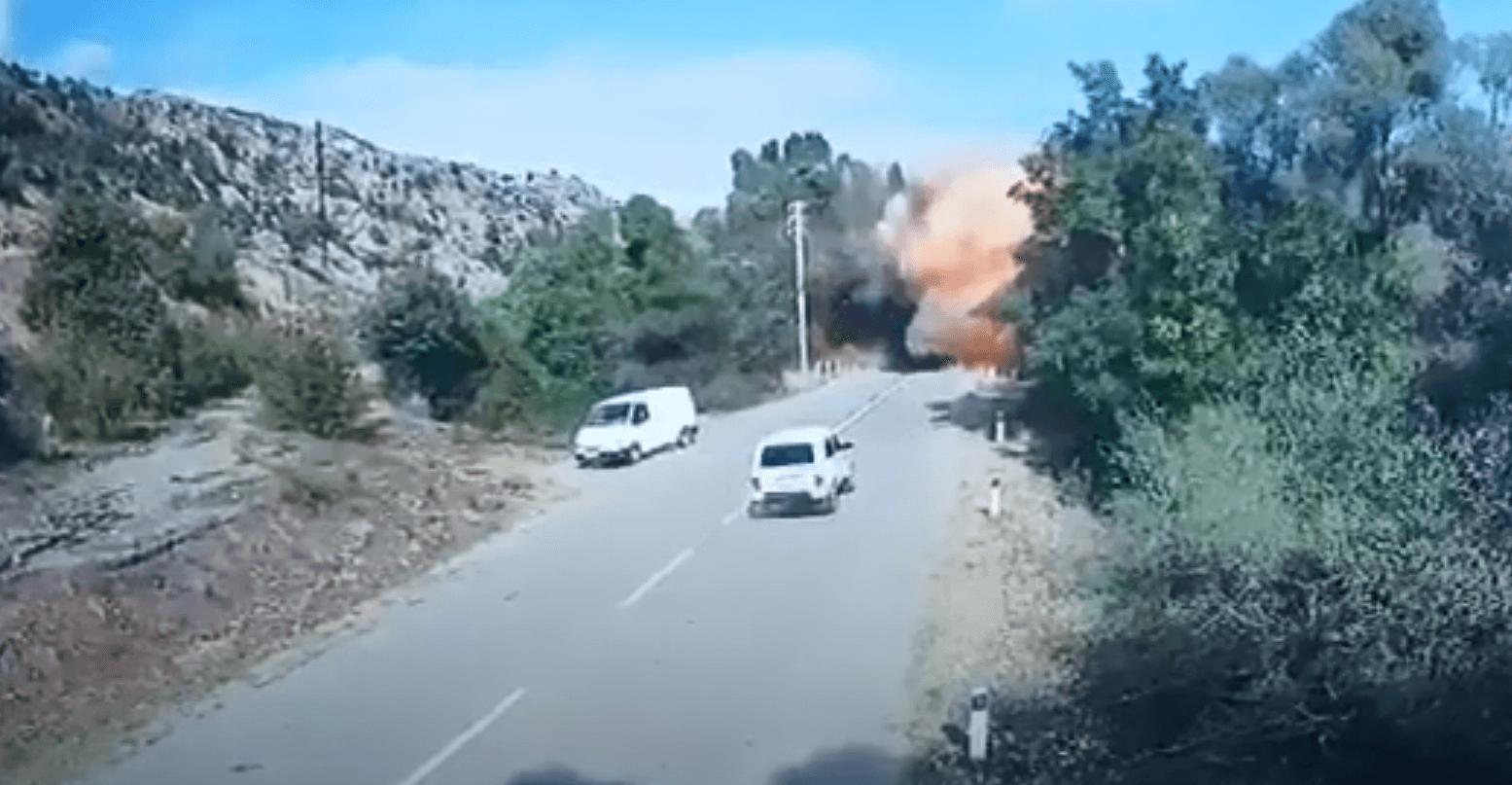 Азербайджан ударил баллистической ракетой по мосту между Арменией и Наго...