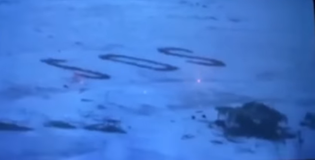 Оказавшихся на необитаемом острове моряков спасли гигантские буквы SOS н...