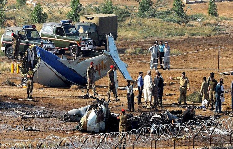 Авиакомпания подтвердила гибель 41 человека при крушении самолета в Паки...