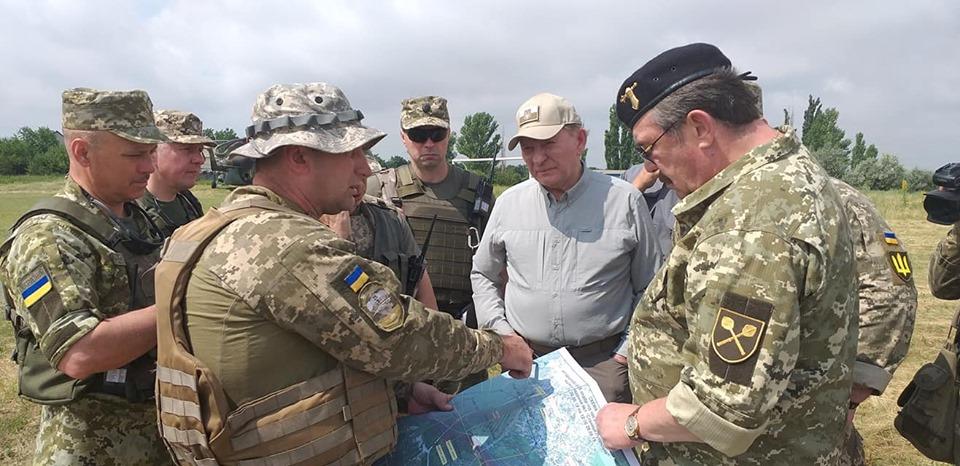 Кучма на месте разведения сил возле Станицы Луганской назвал главные нац...