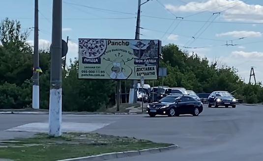 Пробки и перекрытые дороги: кортеж Зеленского  в Славянске и Краматорске