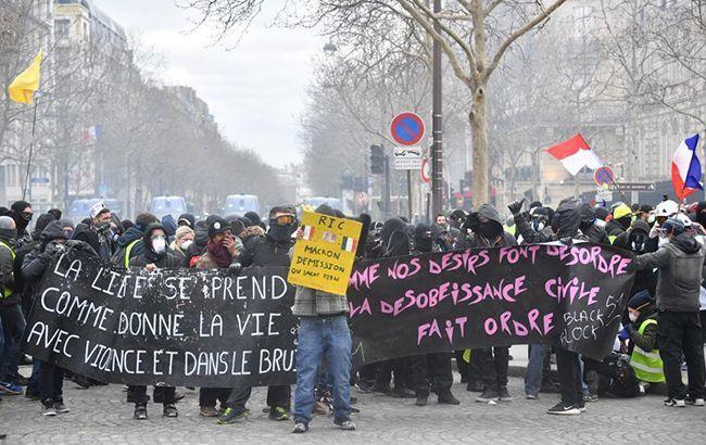 """Протесты """"желтых жилетов"""": полиция Парижа арестовала более 137 человек"""