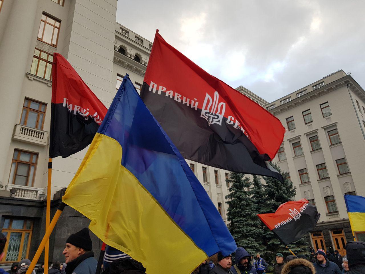 Под Офисом президента Правый сектор предупредил Зеленского, что революци...
