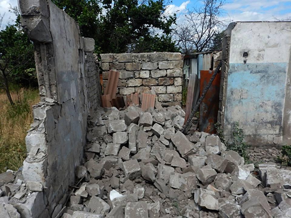 """Боевики в первый день """"хлебного перемирия"""" продолжили разрушать Зайцево"""