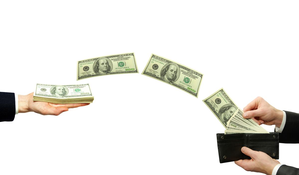 """На """"польских"""" заробитчан приходится треть денежных переводов в Украину, – НБУ"""