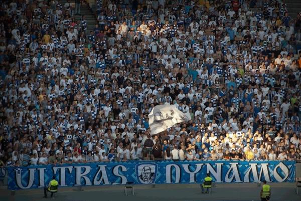 Ультрас Динамо избили фанатов Славии в Киеве