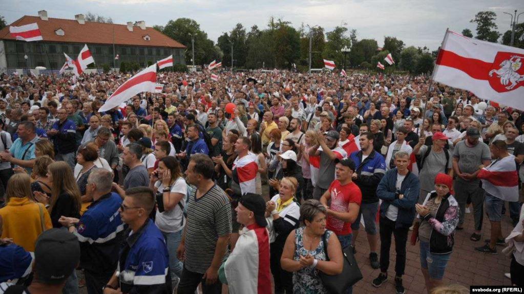 В центре Гродно без электричества прошел митинг, которое власти обещали...