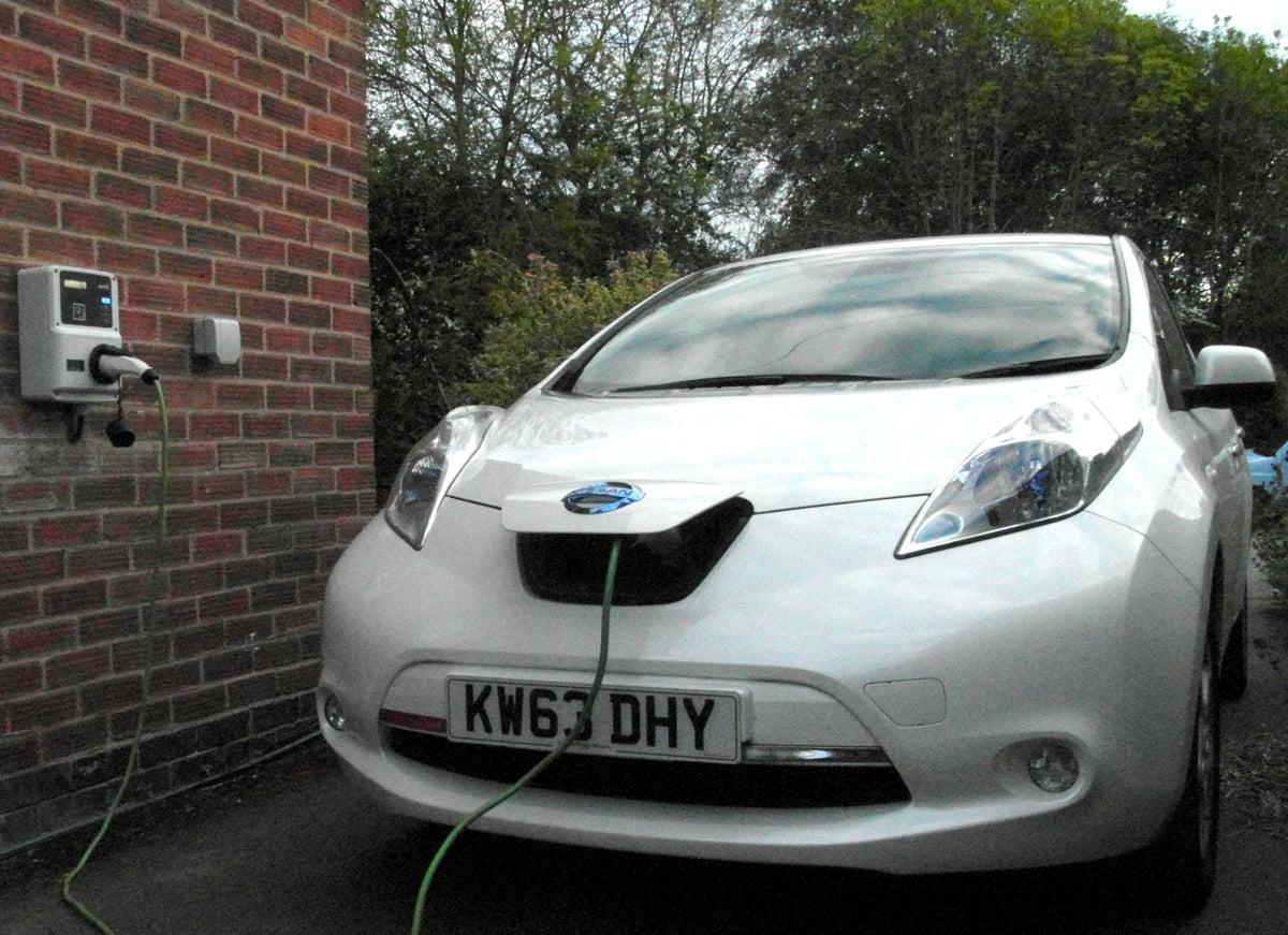 Все новые дома в Великобритании оборудуют зарядками для электромобилей