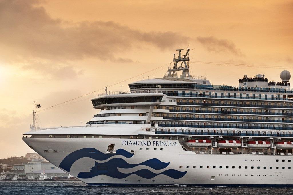 Круизный лайнер отправлен на карантин в Японии: у 10 пассажиров подтверд...