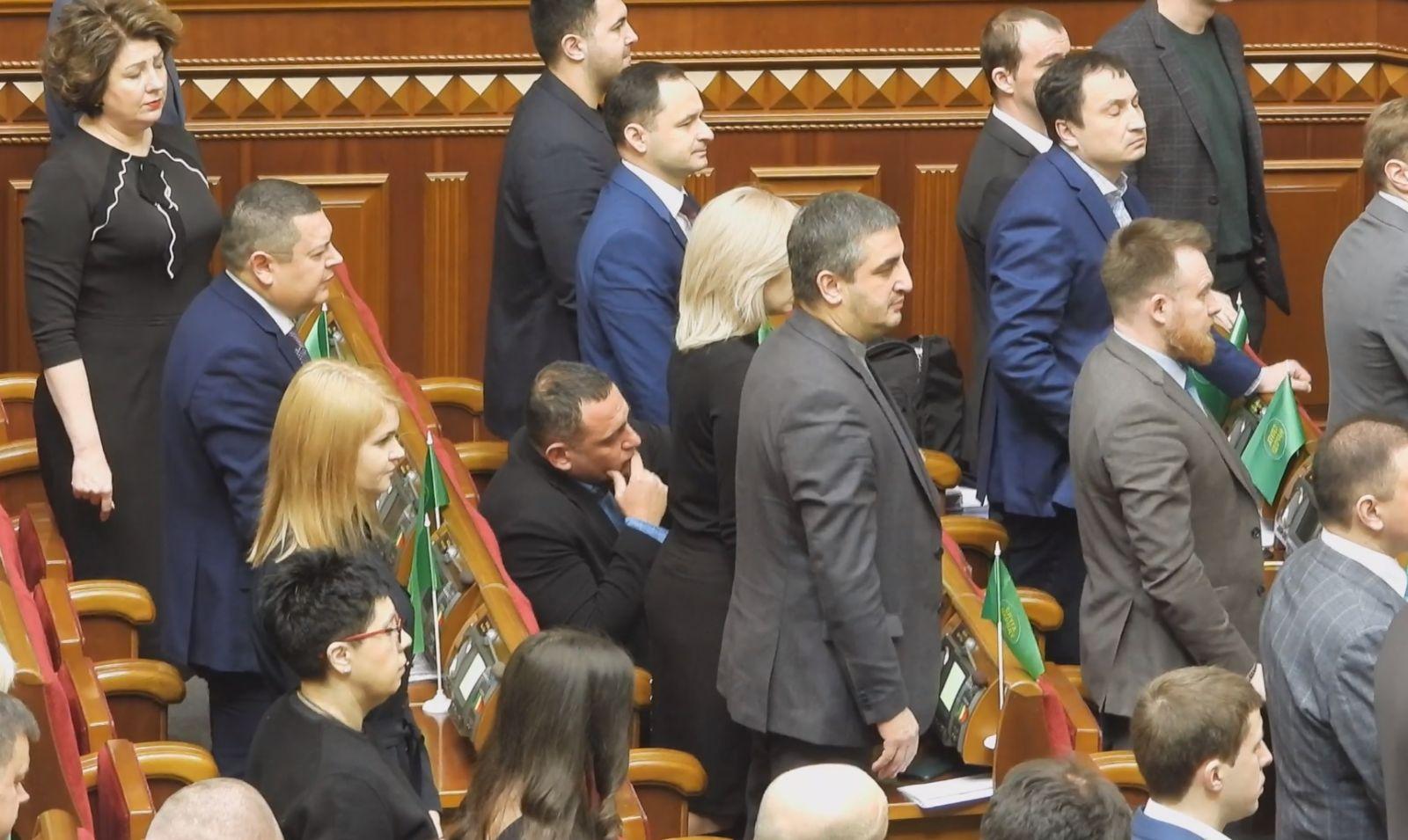 """""""Слуга народа"""" Бужанский отказался встать во время минуты молчания по по..."""