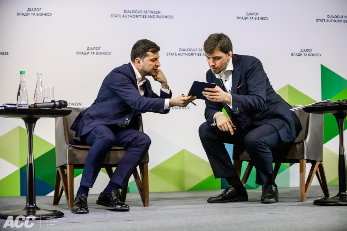 Зеленский поставил Кабмину Гончарука первую задачу после скандала с прос...