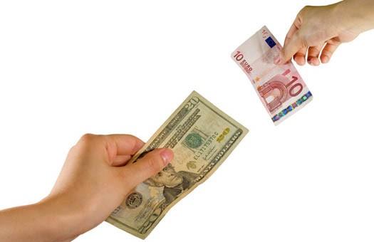 Евро в обменниках продолжает дешеветь