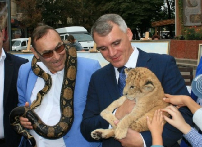 """""""Удавы, обезьяны и козлы"""". Мэр Николаева, придя в зоопарк, вспомнил про..."""