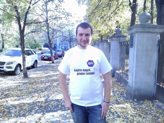 """Боевики """"ДНР"""" бросили в тюрьму плененного сотрудника киевской общественн..."""