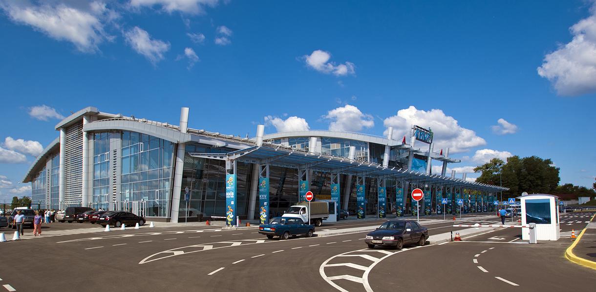 Полиция эвакуирует пассажиров в аэропорту Киев