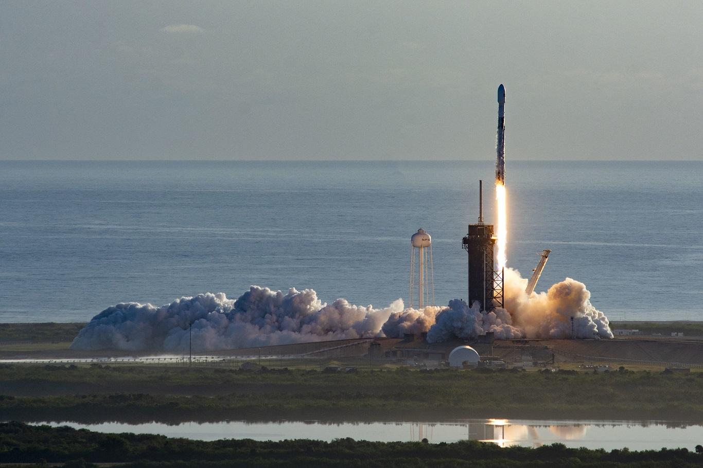 Маск запускает новую партию спутников Starlink и обещает не мешать астро...