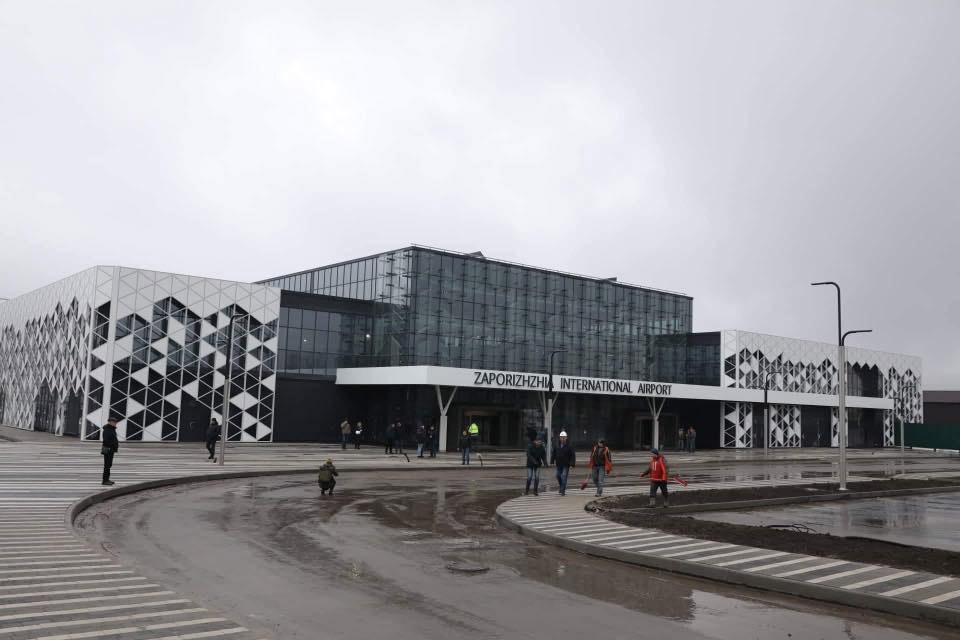 Мэр Запорожья не хочет отдавать аэропорт с новым терминалом в концессию