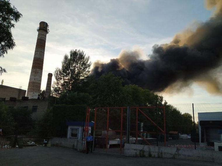 Масштабный пожар под Киевом: горят склады с секонд-хендом