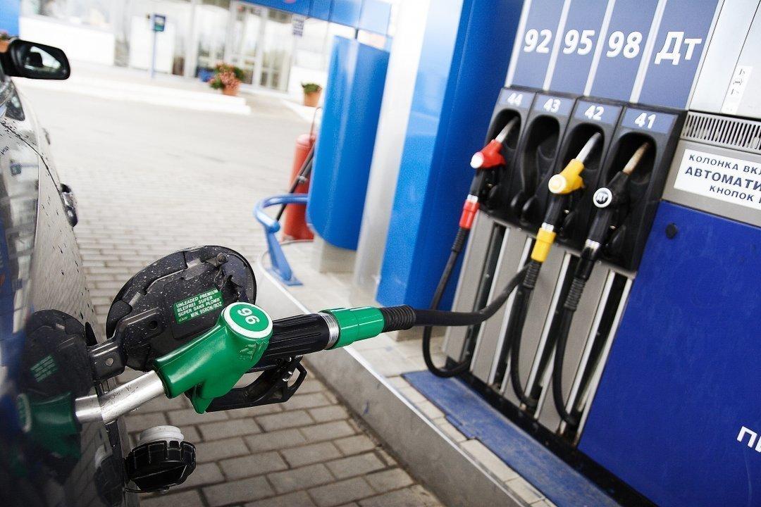 Крупнейшие сети АЗС готовы снизить цены на бензин, – АМКУ