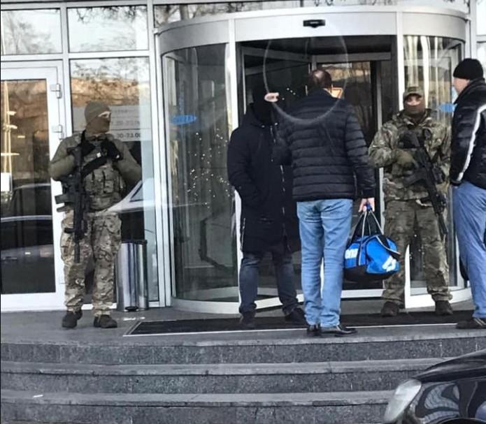 """Что куют на """"Кузне"""". Зачем ГБР проводит обыски в клубе Порошенко и в штабе """"ЕС"""""""