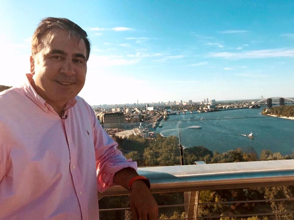 """Саакашвили призвал Гройсмана перестать писать """"несусветную чушь"""" и """"подн..."""