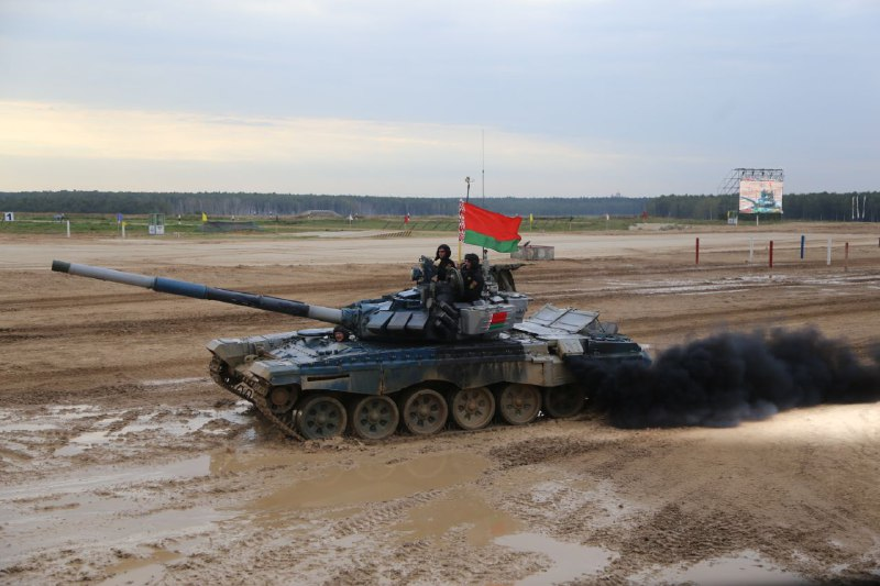 Беларусь приводит в высшую боеготовность артиллеристов и танкистов