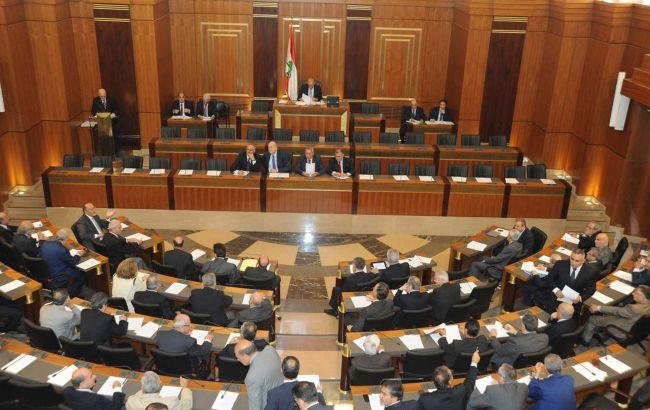 Президент Ливана принял отставку правительства, оппозиция требует досроч...