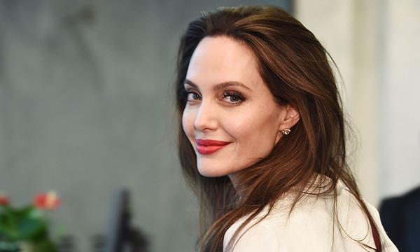 Анджелина Джоли будет учить детей различать реальные новости от фейков