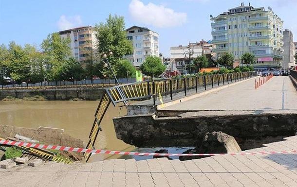 В Турции упал мост с людьми