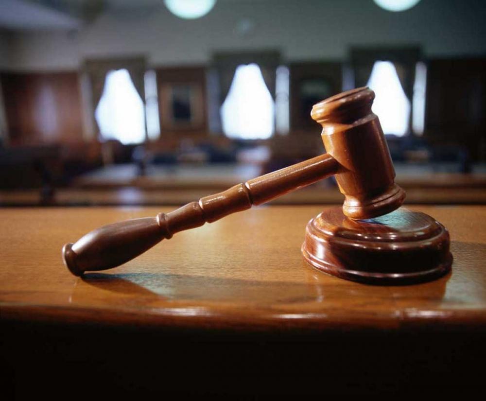 Порошенко уволил троих судей за нарушение присяги