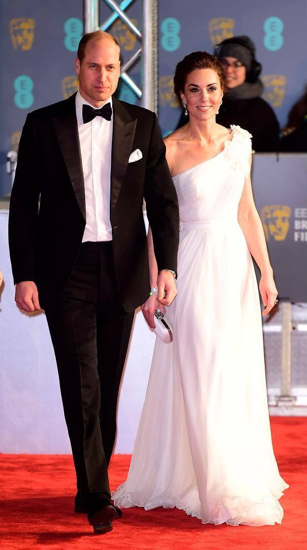 Кейт Миддлтон, Принц Уильям, королевские выходы, фото, белое платье, серьги принцессы Дианы