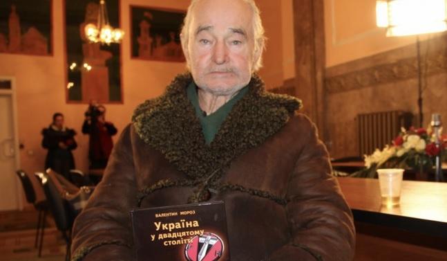 Во Львове скончался известный диссидент Валентин Мороз