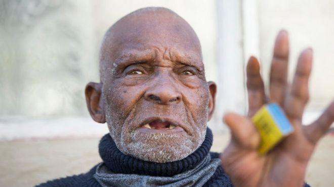 В Южной Африке умер 116-летний житель, считавшийся старейшим мужчиной на...